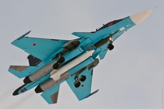 """Ảnh: 5 """"xe tăng bay"""" Su-34 mới nhất tại căn cứ không quân Baltimore"""