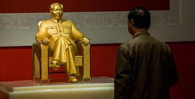 Trung Quốc tranh cãi vì bức tượng Mao Trạch Đông dát vàng