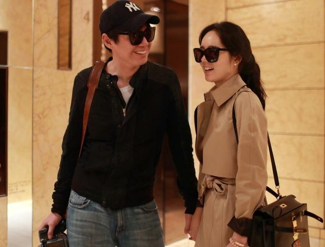 """Ảnh vợ chồng Han Ga In tình tứ """"gây sốt"""""""