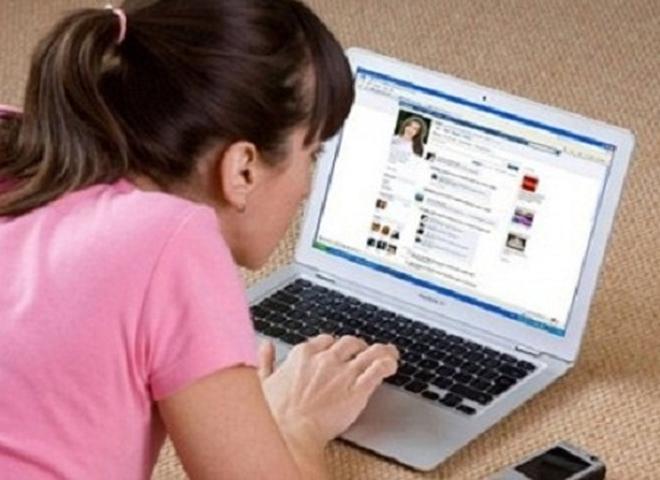 Lạ lùng chuyện bố mẹ lên facebook cứu con