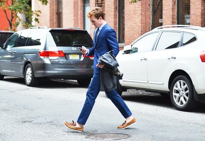 Kết hợp quần, tất và giày một cách tinh tế