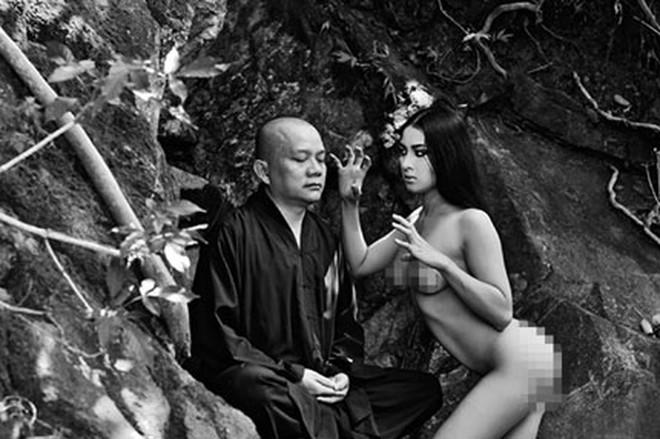 """""""Nude để thiền"""" - Thái Nhã Vân tố sư thầy Huệ Phong 'thấp hèn'"""