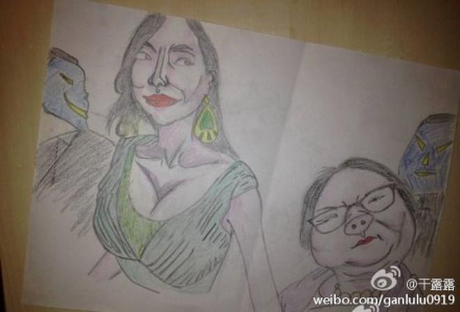 Can Lộ Lộ Tự Tay Vẽ Tranh Biếm Họa 2 Mẹ Con