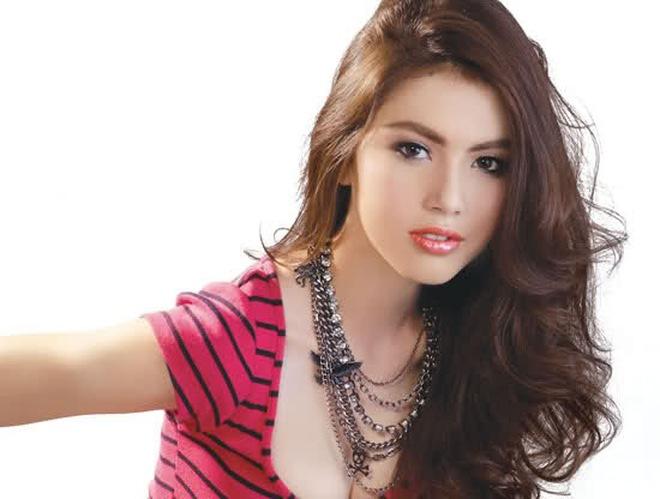 """Hot girl Thái - """"con ma đẹp nhất từ trước tới nay"""" khiến fan Việt mê mẩn"""