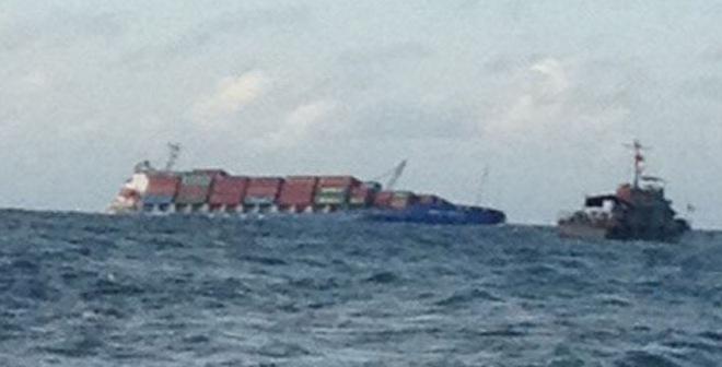 Tàu nước ngoài đâm nhau ở Vũng Tàu, 15 container rơi xuống biển