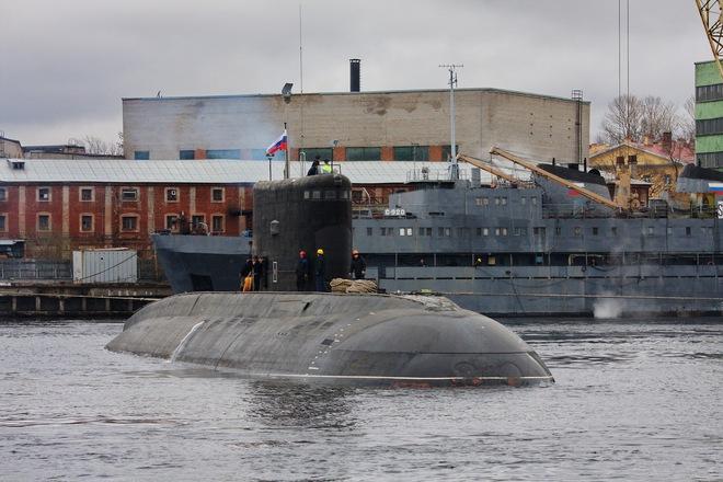 Cận cảnh tàu ngầm Hồ Chí Minh 'rẽ sóng' ra khơi