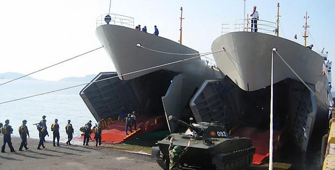 """Tài cải tiến siêu đẳng """"tàu há mồm"""" gốc Mỹ của Hải quân VN"""
