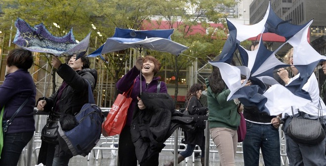 7 ngày qua ảnh: Người Mỹ 'đánh vật' với mưa bão để mua iPad Air