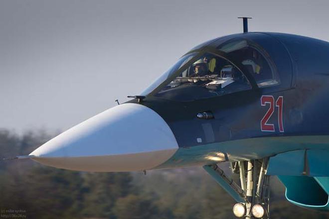 """Ảnh cực nét về 5 """"thú mỏ vịt"""" Su-34 mới nhất của Không quân Nga"""