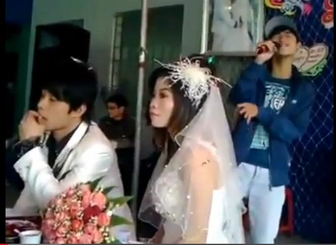 Bi hài cảnh hát tặng trong đám cưới người yêu cũ