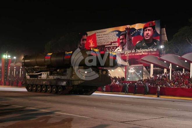 """Ngắm vũ khí """"khủng"""" của Nga trong lễ diễu binh ở Venezuela"""
