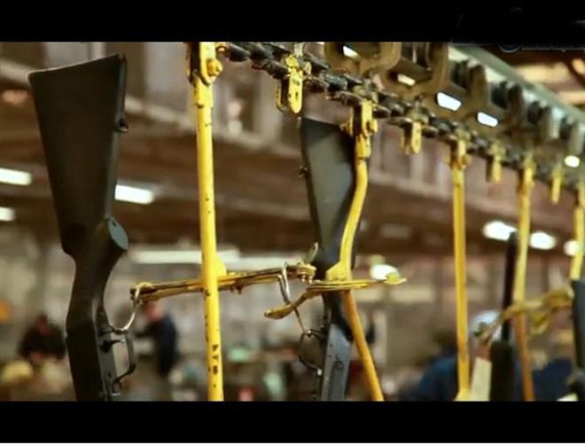Đột nhập nhà máy sản xuất AK huyền thoại của Nga