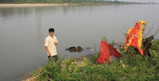Đã tìm được xác nạn nhân bị bác sỹ thẩm mỹ ném trên sông Hồng?