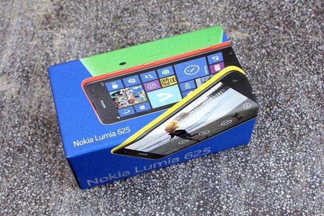 Đập hộp Lumia 625 chính hãng, màn hình lớn nhất của Nokia