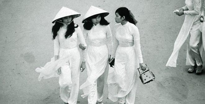 Đắm say những tà áo dài của thiếu nữ Việt xưa trên báo Tây