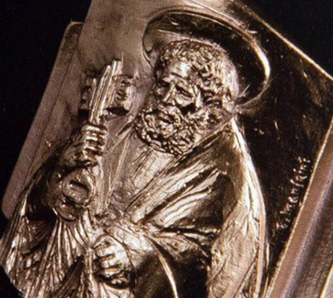 Tân Giáo Hoàng đeo nhẫn bạc, từ chối nhẫn vàng