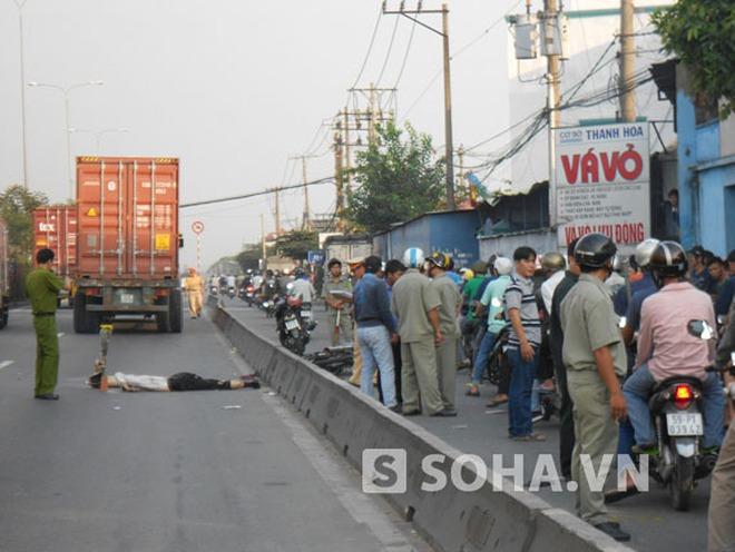 Bình Dương: Người đàn ông chết thảm dưới bánh xe container