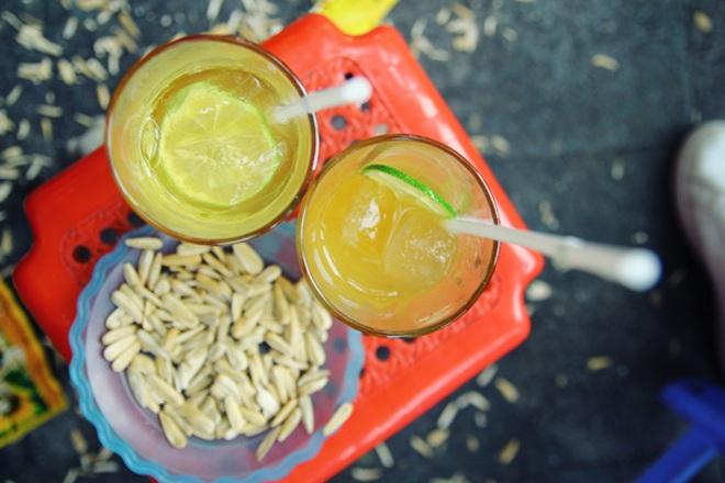 Le thé citron glacé et trottoirs