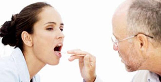 Viêm họng cần được khám bác sỹ để điều trị kịp thời không ảnh hưởng tới tai