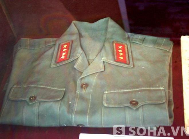 Chiếc bát mẻ, tấm áo sờn của Đại tướng
