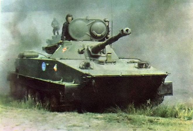 """Tăng lực cho """"kình ngư"""" PT-76 của Việt Nam"""