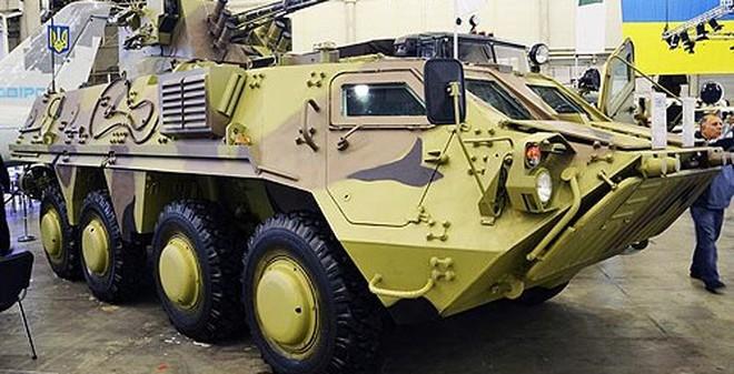 """Ukraine khoe một loạt xe bọc thép """"khủng"""" tại triển lãm vũ khí"""