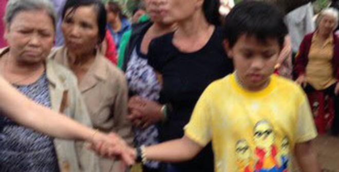 Sự thật 'thần y' 9 tuổi chữa bệnh bằng sờ và vuốt
