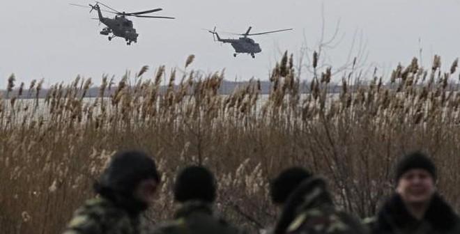 24h qua ảnh: Trực thăng quân sự Nga tuần tra sát binh sĩ Ukraine