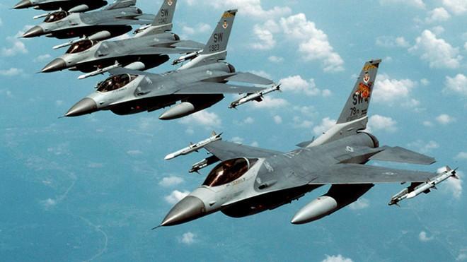 NATO tập trận không quân gần biên giới Ukraine