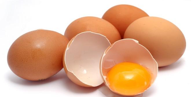 Kết quả hình ảnh cho trẻ ăn trứng gà