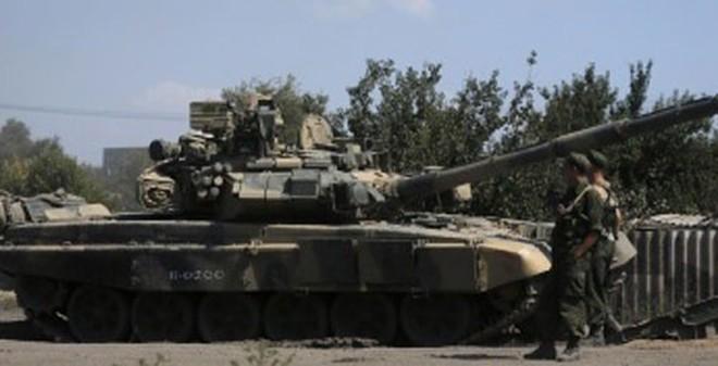 Kiev tố xe tăng Nga san phẳng thị trấn miền Đông Ukraine