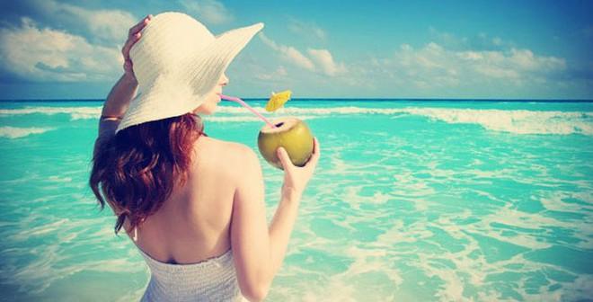 """Những đối tượng """"tuyệt đối"""" không nên uống nước dừa"""