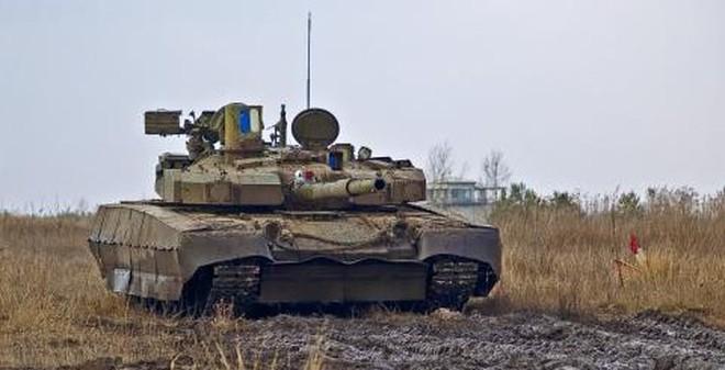 """""""Quá sợ Nga"""", Ukraine hối hả sản xuất thêm xe tăng Oplot"""