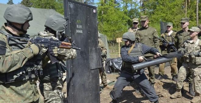Hơn 1,800 binh sĩ của 18 quốc gia kéo về Ukraine tập trận