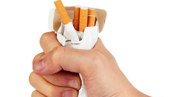 Kết quả hình ảnh cho dán giấy cai thuốc lá cho chồng