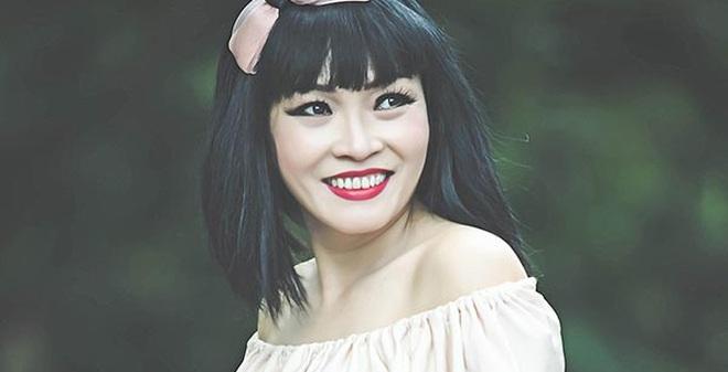 Phương Thanh đeo nơ, mặc gợi cảm ở tuổi 42