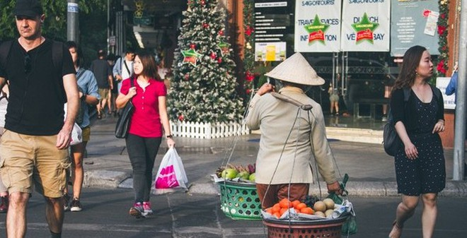 Chùm ảnh: Thương lắm những gánh quà rong trên phố Sài Gòn