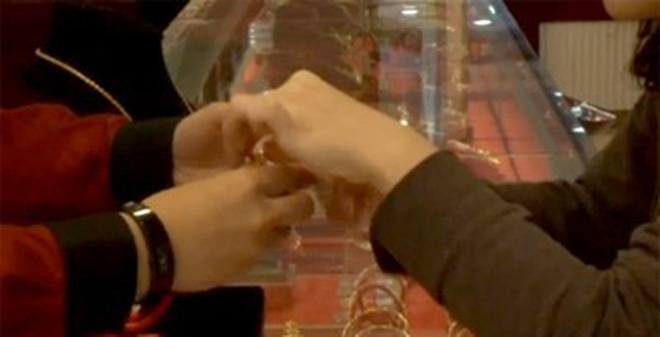 Gần 33 tấn vàng đã được sang tay trong vòng 2 phút