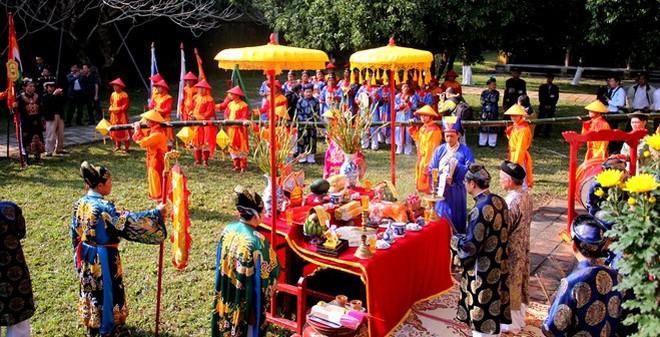 Độc đáo lễ dựng cây nêu Tết trong hoàng cung Huế