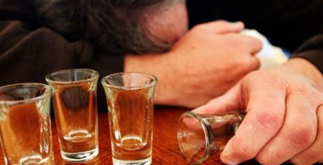 """Cách giải rượu """"cấp tốc"""" cho quý ông ngay trên bàn nhậu"""