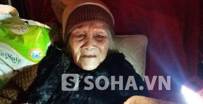 Con trai cụ già 95 tuổi bị bê ra đường trong đêm mưa rét nói gì?