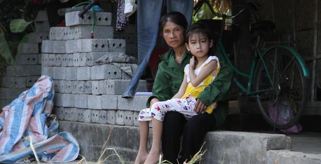 Gia đình 5 người con lần lượt qua đời đã không phải bán lúa...
