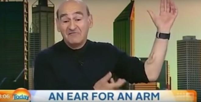 Mục đích kỳ lạ của người đàn ông có... 3 tai