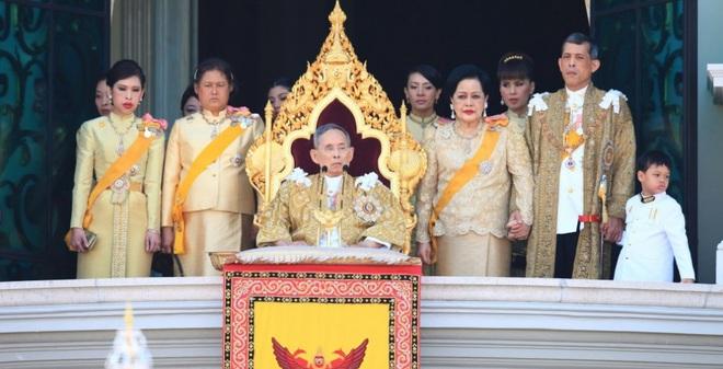 Kết quả hình ảnh cho hoàng gia thái lan