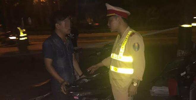 Đi thăm bạn gái bị CSGT bắt vì mượn xe biển số đẹp