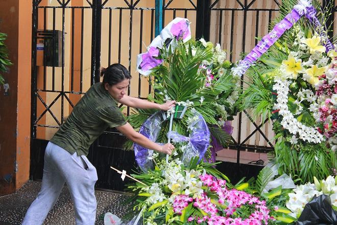 Người phụ đặc biệt nhất trong đám tang Minh Thuận - Ảnh 1.