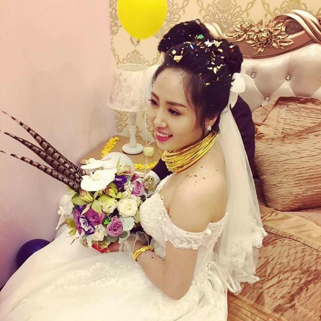Ghen tị với cô dâu phát khổ vì vàng đeo trĩu cổ trong ngày cưới - Ảnh 1.
