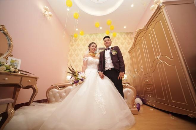 Ghen tị với cô dâu phát khổ vì vàng đeo trĩu cổ trong ngày cưới - Ảnh 2.