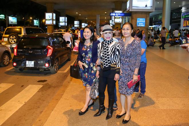 Danh ca Thanh Tuyền được nhiều người hâm mộ nhận ra khi xuất hiện ở sân bay - Ảnh 1.