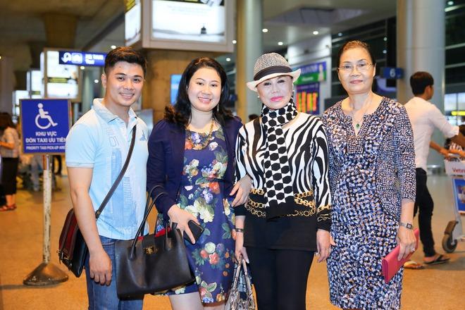 Danh ca Thanh Tuyền được nhiều người hâm mộ nhận ra khi xuất hiện ở sân bay - Ảnh 2.
